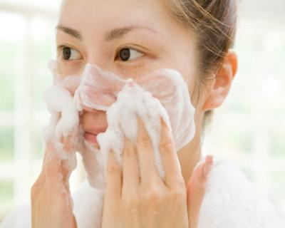 Cleansing, Moisturizing and Anti-Aging Tips